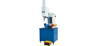 Machine for processing self clinhing fasteners S-618 Plus